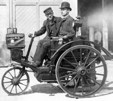 Леон Серполле (слева) и Эрнест Аркдекон на паровом трицикле